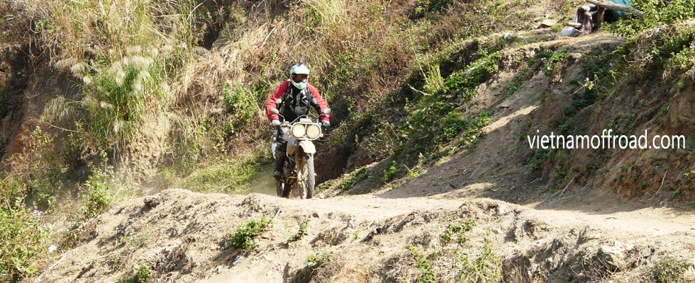 Vietnam off-road motorbike tours, motorcycle tours and scooters rentals from Hanoi, either on or off-road with Vietnam Offroad motorbike tours